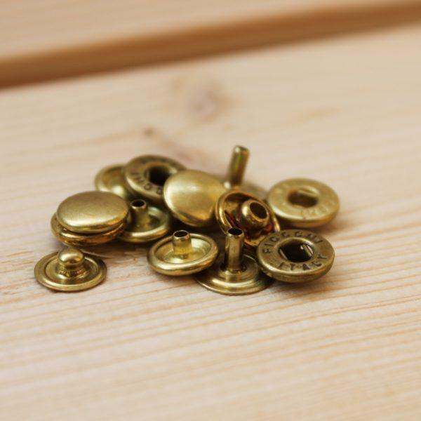 真鍮の金具を選ぶ理由